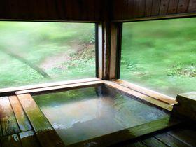 小川のせせらぎがここちよい、福島県山奥の秘湯「不動湯温泉」