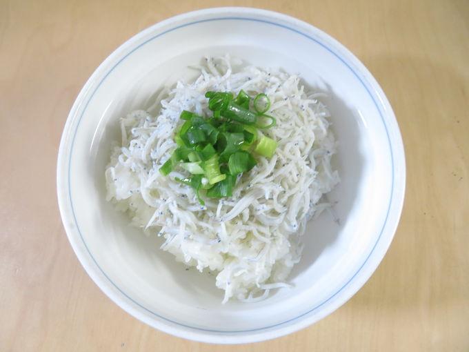 静岡県西部から東部まで人気のしらすも丼で!