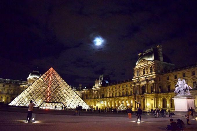 少しミステリアスなルーブル美術館とピラミッド