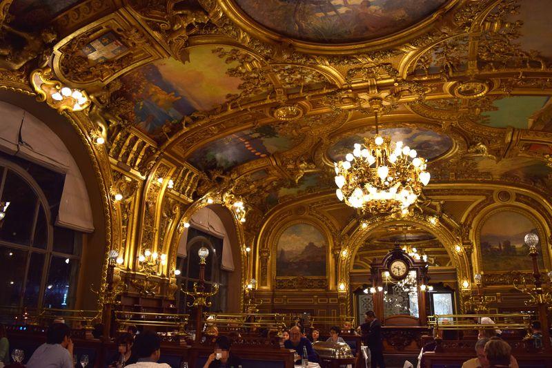 パリの伝説の駅中老舗レストラン「ル・トラン・ブルー」