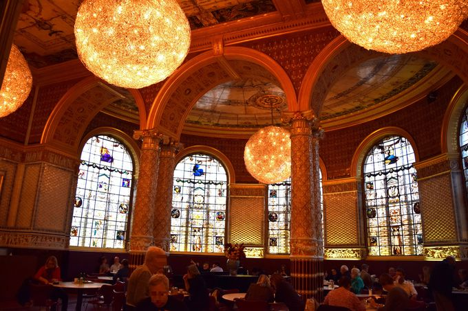 3.V&A The world's first museum cafe