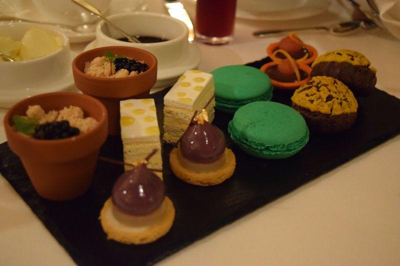 ロンドン「ホテル・カフェロイヤル」のアフタヌーンティーで華麗な時を♪