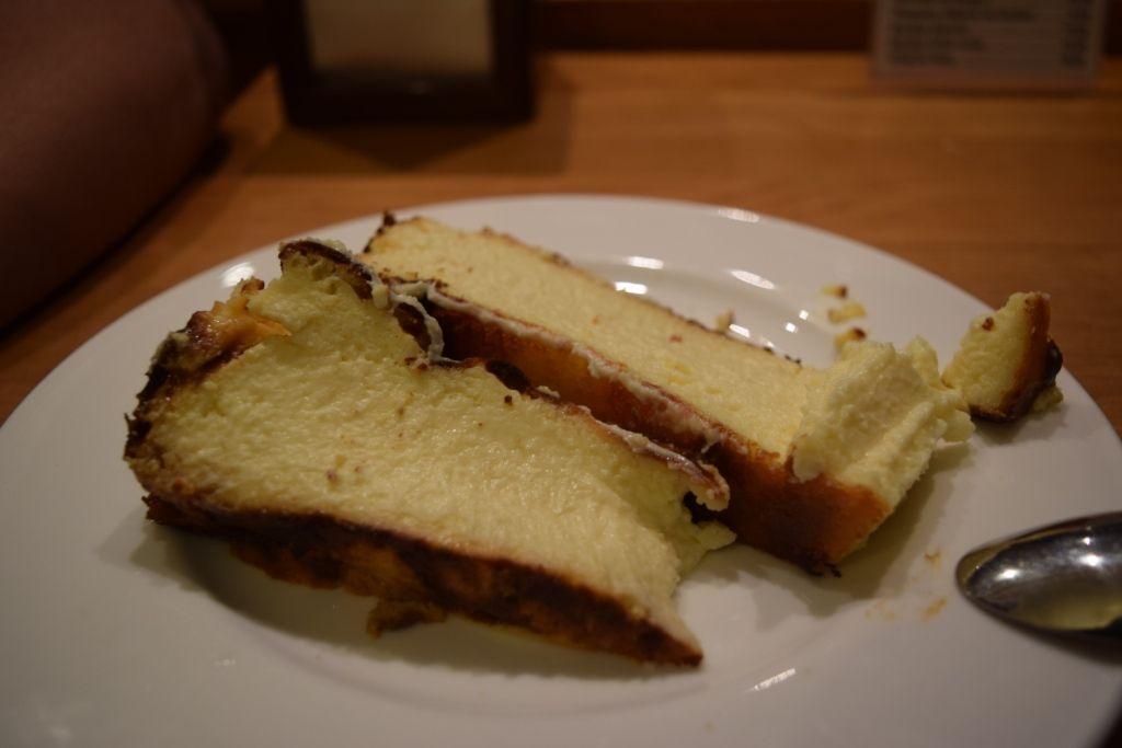 デザートはバル・ラ・ヴィニャのふわふわチーズケーキで決まり!