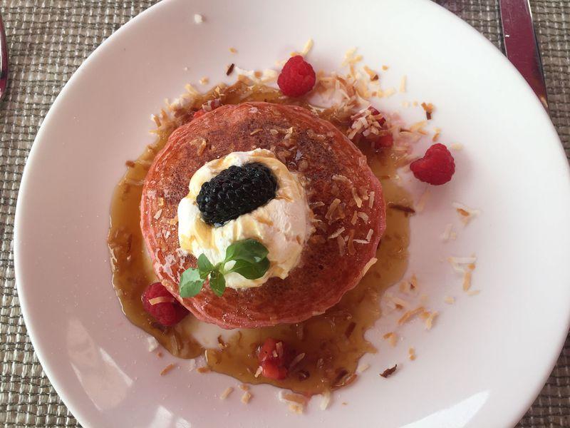 ワイキキビーチ沿いホテルの特等席で優雅に朝食を