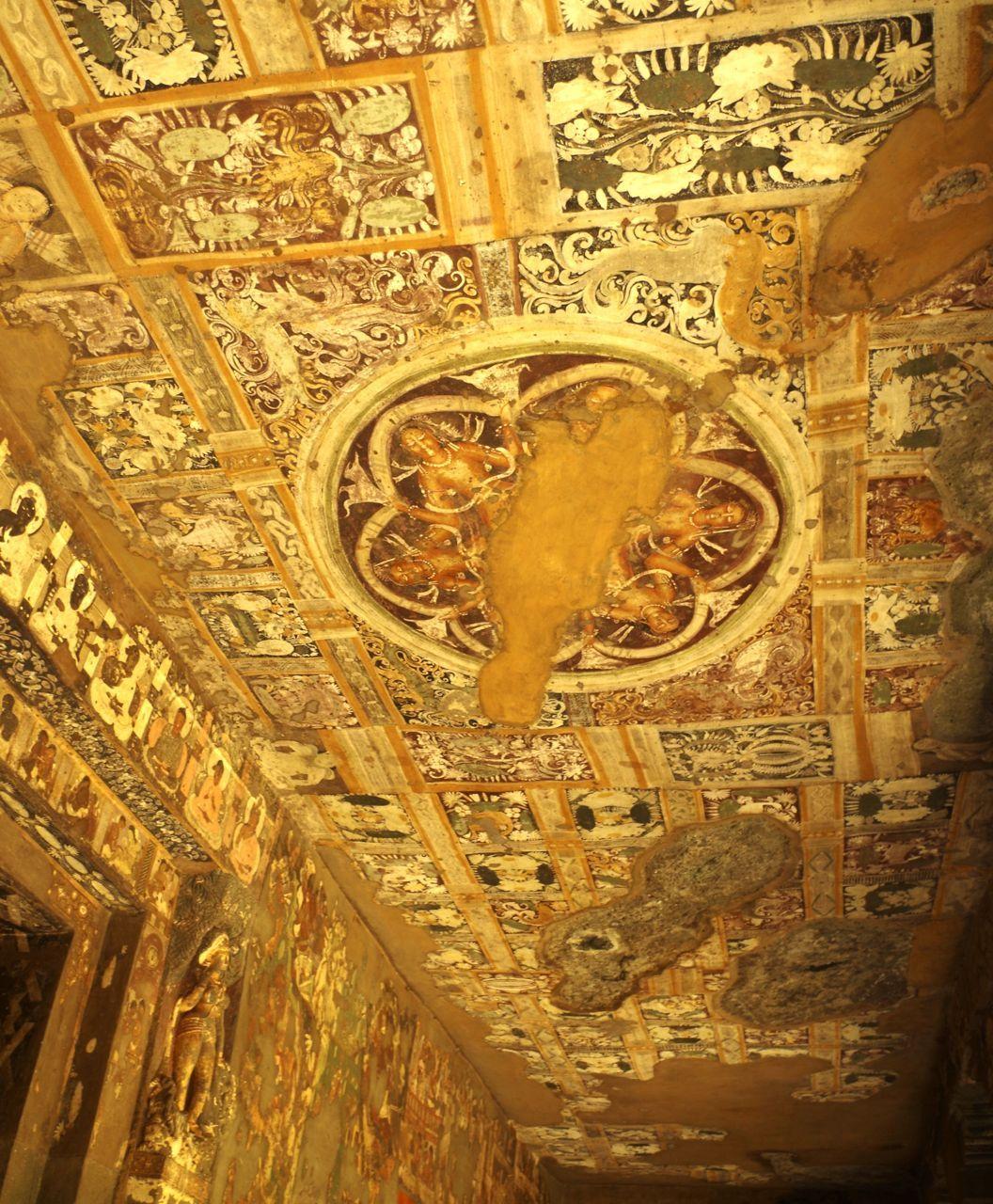 多くの壁画が残る「アジャンター石窟群」
