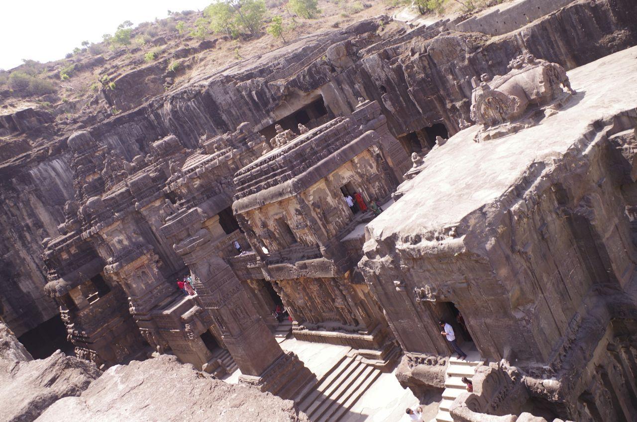 巨大な「エローラ石窟群」