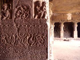これがインドの石彫美術!世界遺産石窟遺跡群inデカン高原