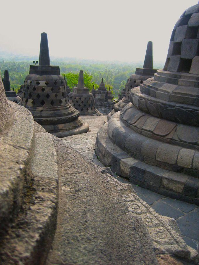 唯一、空洞のまま残された遺跡中央の最大仏塔