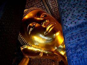 黄金の長さ46メートル!バンコクの超巨大寝釈迦仏に圧倒される!