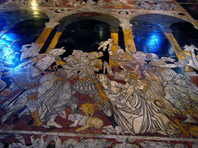 床も大理石!56の宗教画!