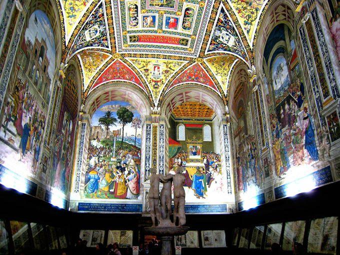 大聖堂の中にある図書館