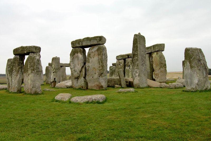 「巨人伝説」まで生み出した、巨石運搬方法の謎