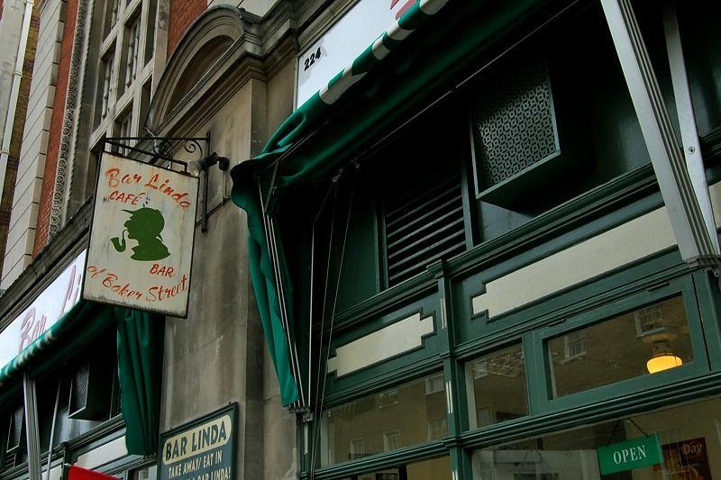 カフェにもホームズの顔が