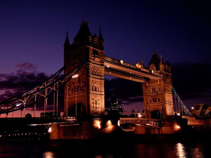 ロンドンの名所中の名所!タワー・ブリッジを渡ってみる!