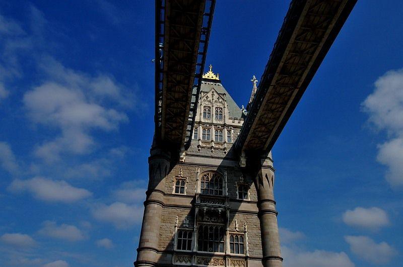ロンドンの空に架かる、2本の橋