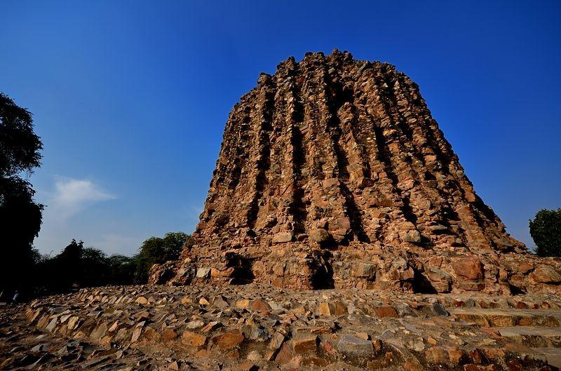 「未完成」のアラーイーの塔