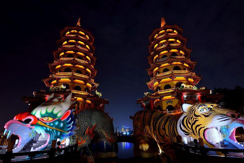 龍から入って虎から出る!台湾南部、高雄の「龍虎塔」を昼も夜も楽しもう!