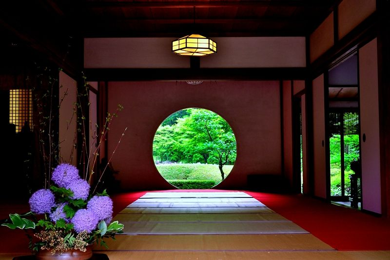 こちらも明月院の象徴「悟りの窓」