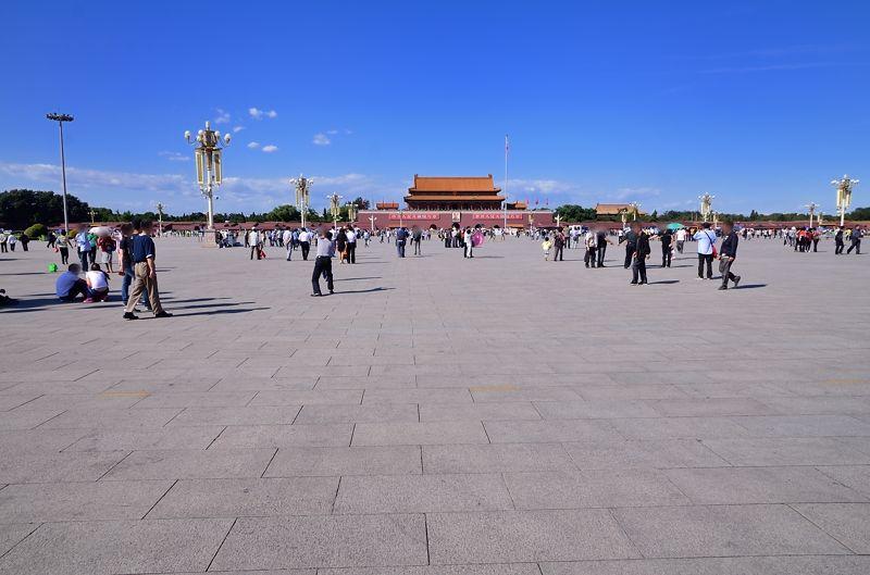 巨大すぎる広場