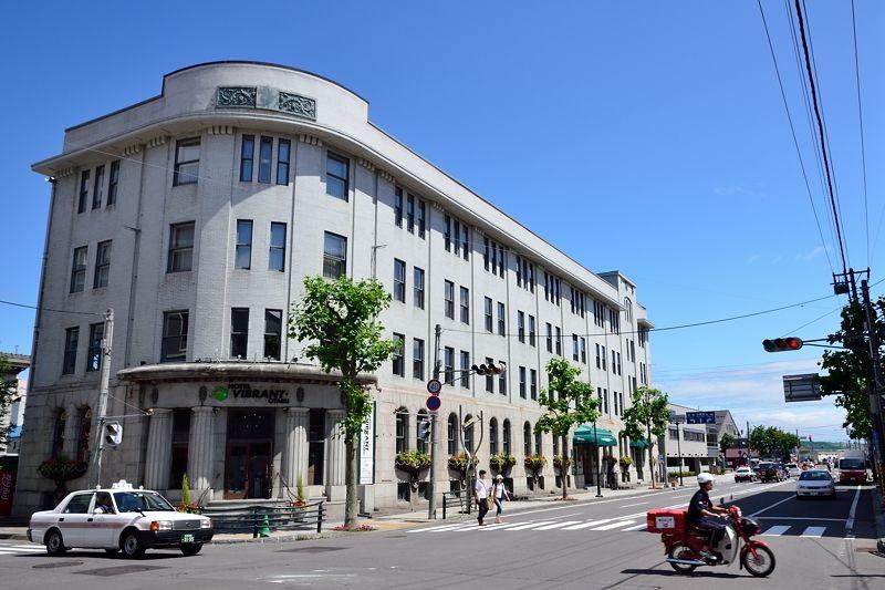 「北のウォール街」の交差点を飾る「旧北海道拓殖銀行小樽支店」