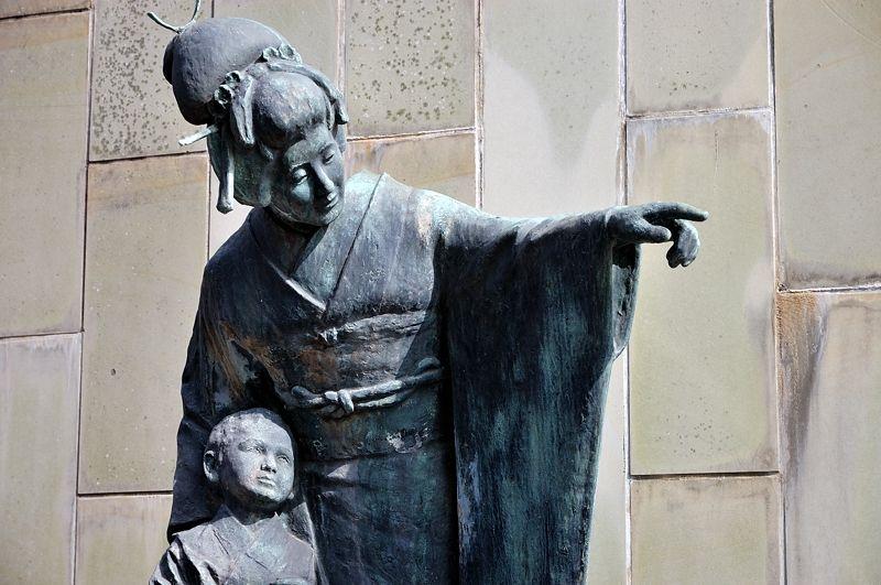 長崎が舞台のオペラ『蝶々夫人』の銅像