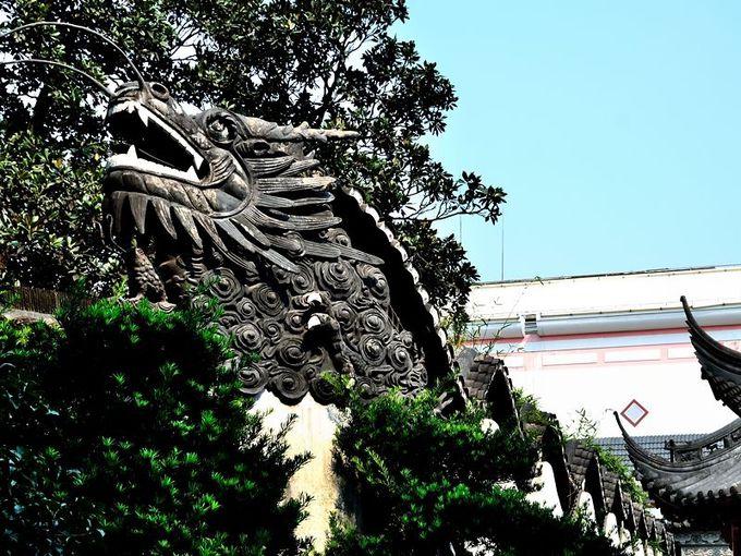 龍が泳ぐ「龍壁」