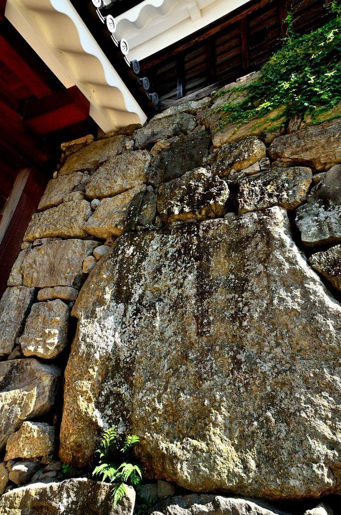 伝説の巨石「真田石」
