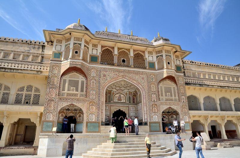 「世界で最も美しい門」と称えられる「ガネーシャ門」