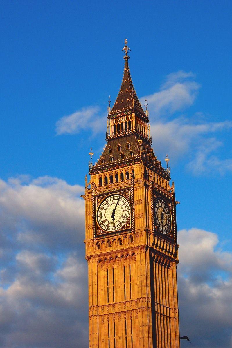 「ビッグベン」の愛称で親しまれる時計台
