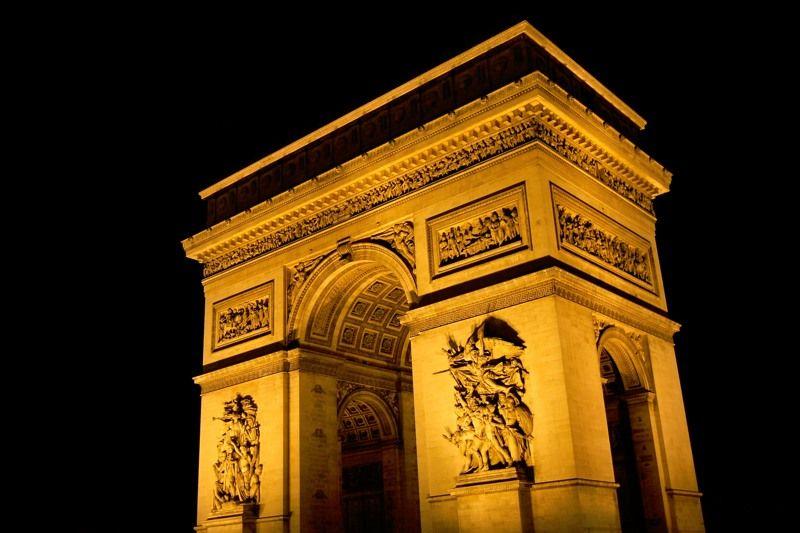 凱旋門は夜のライトアップも美しい!