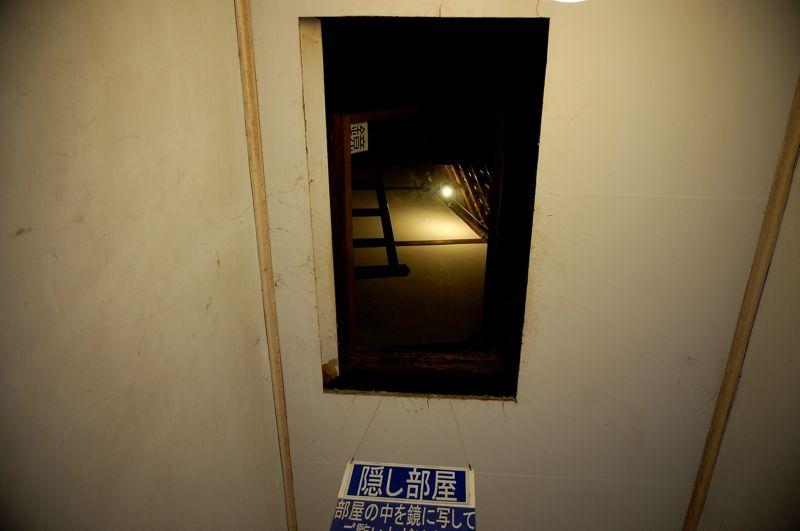 天井の隠し部屋