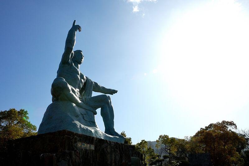 長崎のシンボル「平和祈念像」