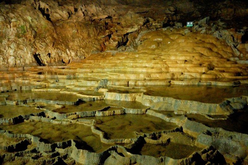 カルスト台地の地下に広がる鍾乳洞「秋芳洞」
