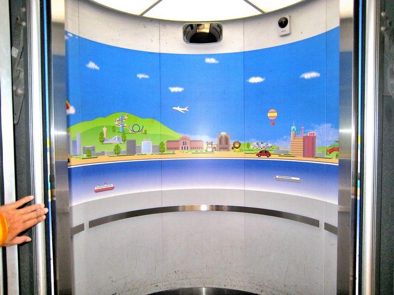 世界初の円形エレベーター