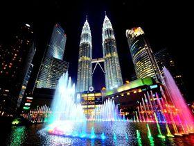 高さ世界一!マレーシアが誇るペトロナスツインタワーは昼も夜景も美しすぎる!
