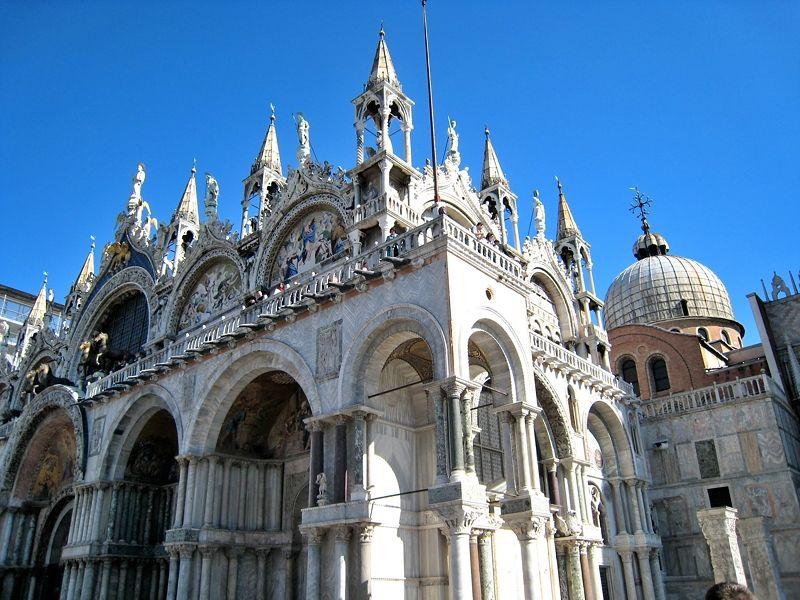 豪華絢爛な「サン・マルコ寺院」