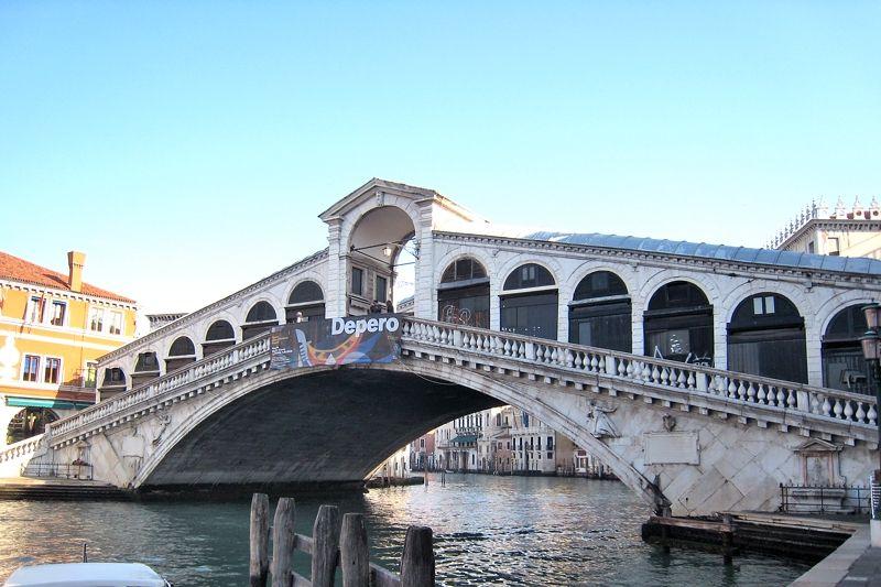 ベネチアで最も美しい「リアルト橋」