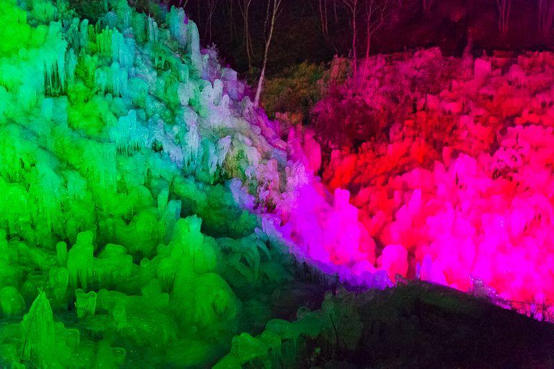 秩父「あしがくぼの氷柱」ライトアップも美しい冬の名所!