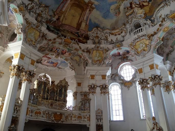 教会内の建築美に酔いしれて