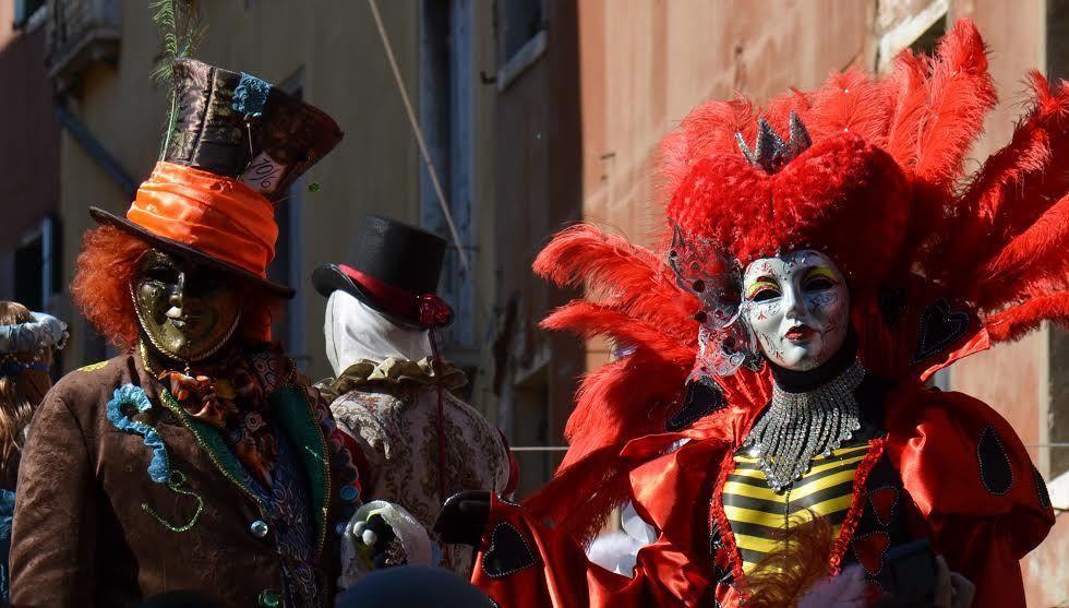 写真撮影でヴェネチアカーニバルを堪能する