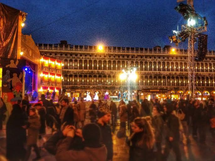 カーニバルに沸くヴェネチアの街