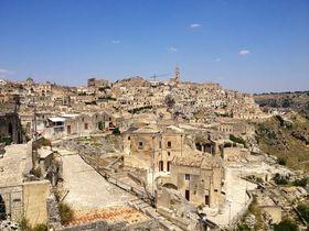 南イタリアの廃墟の街!世界遺産マテーラの洞窟住居群
