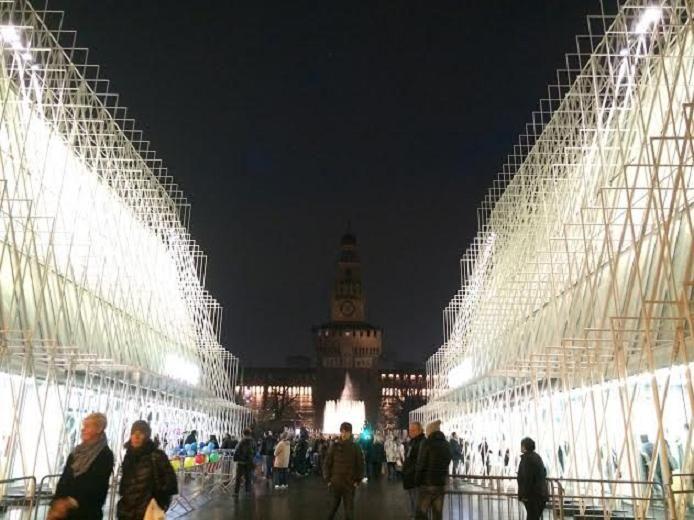 万博前夜のミラノ、特別ゲートがお出迎え!