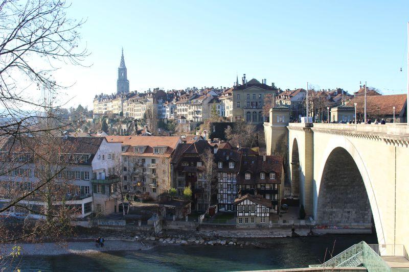 ベルン 首都 なぜスイスの首都はベルンなのですか。ジュネーブやチューリヒ