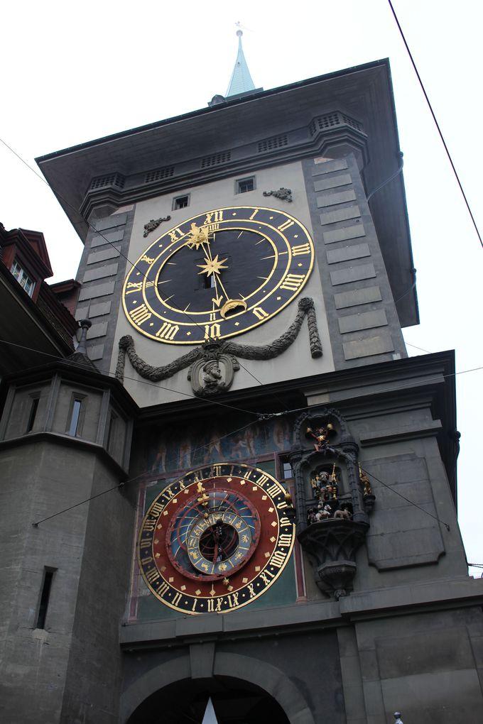 街のシンボル・ツィットグロッゲ(時計塔)