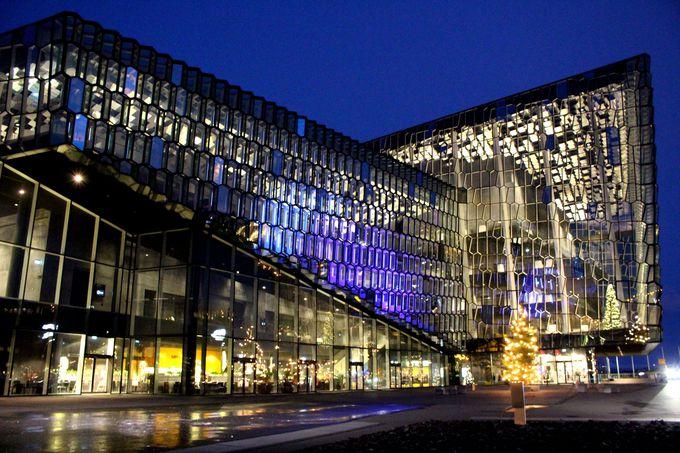 オーロラのように輝くコンサートホール