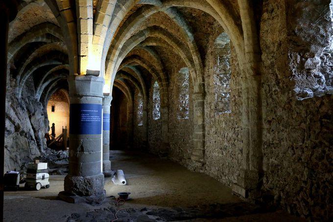 シヨン城の牢獄高画質画像です。