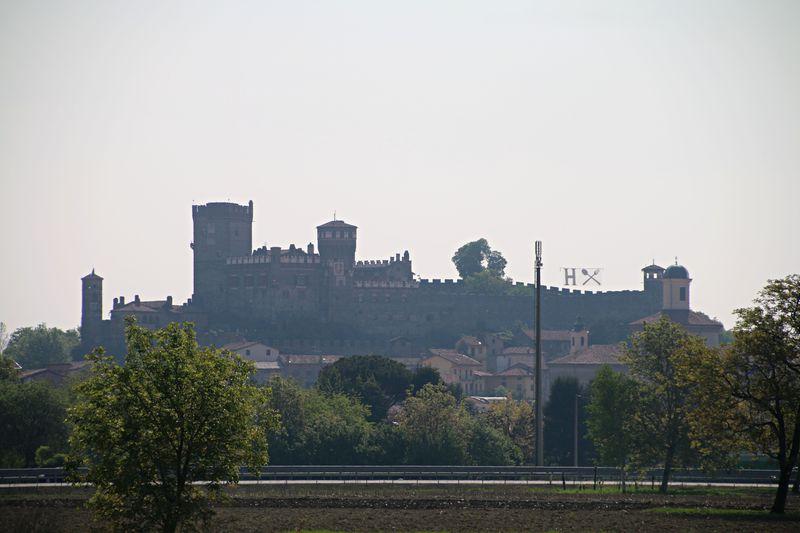 「孔雀の城」という名がふさわしい古城