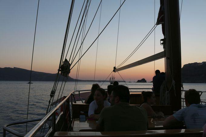 船上から眺める世界一の夕陽は忘れられないひとときに