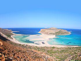 ピンクの砂浜に秘境ラグーン!ギリシャ・クレタ島の二大ビーチ